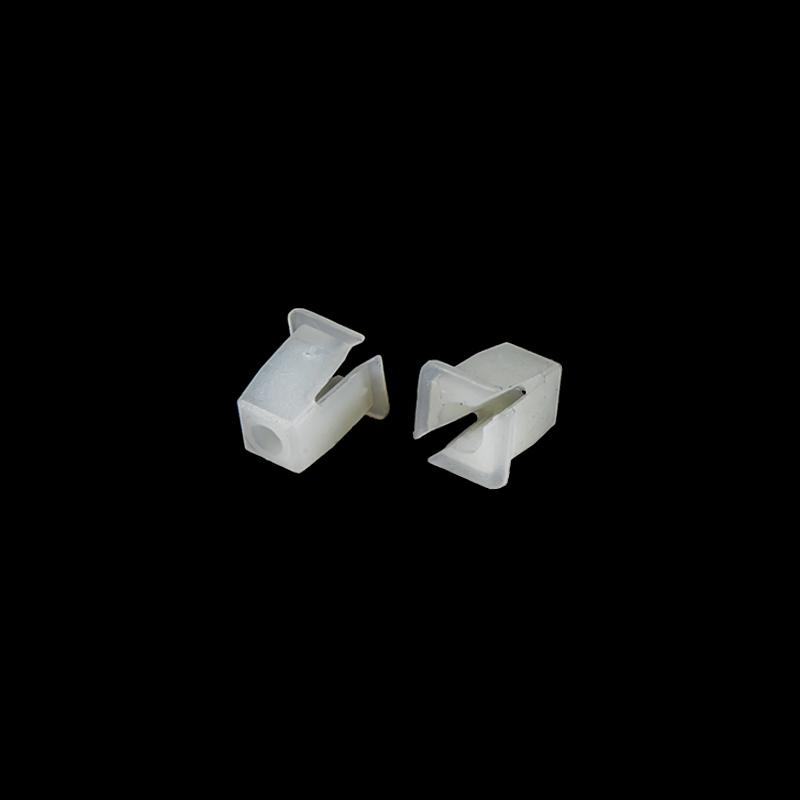 Čtvercová hmoždinka pro šroub 4,2-4,8 do otvoru 8 x 8 mm (100ks)